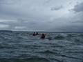 a-trois-en-kayak-dans-la-mer-croisee