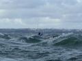 jef-en-kayak-dans-les-vagues-croisees