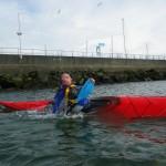 Premier esquimautage en kayak de mer au port de plaisance de Brest (tête sortie trop tôt).