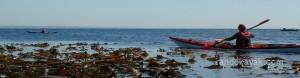 En kayak de mer de randonnée dans l'archipel de Glénan.