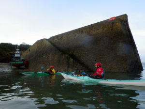 Balade en kayak de mer, pause dans l'abri de Porz Meur.