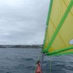 Usage de la voile entre l'île de Sein et le port de Plouhinec.