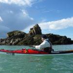 Kayak de mer à Kerarguilis, lors de la randonnée autour de Bréhat.