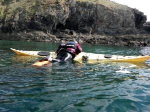 Une auto-récupération en kayak de mer avec les aspirants moniteurs.