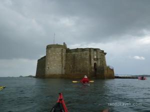 Le château du Taureau en kayak de mer