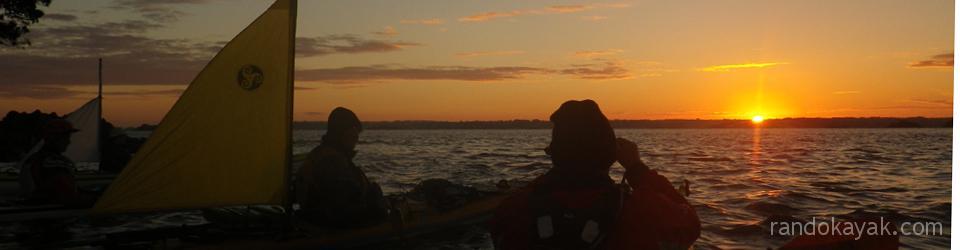 Le lever du jour à l'île Callot lors de notre randonnée en kayak aux îles Callot, Batz et Sieck.