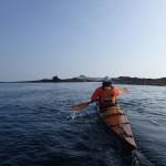 kayaks de mer en approche de l'île de Morgol