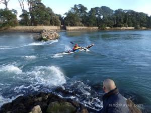 Surf en kayak de mer, à Berder.
