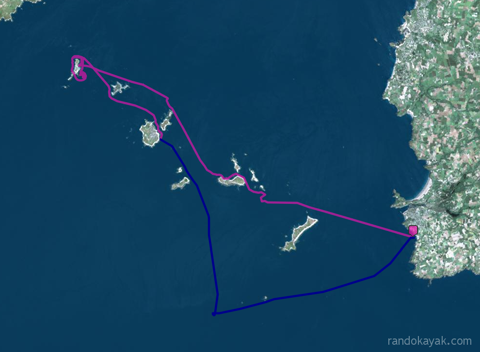 Itinéraire et tracé de ma randonnée solitaire en kayak de mer de PorzLiogan au phare des Pierres Noires, en passant par les îles de Quéménès, Molène et Bannec, en 2 jours.