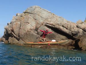 Stage de perfectionnement en kayak de mer à Bréhat avec Agnès Penisson.