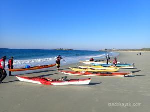 Départ de randonnée en kayak de mer de la plage de Raguénez, lundi 6 avril.