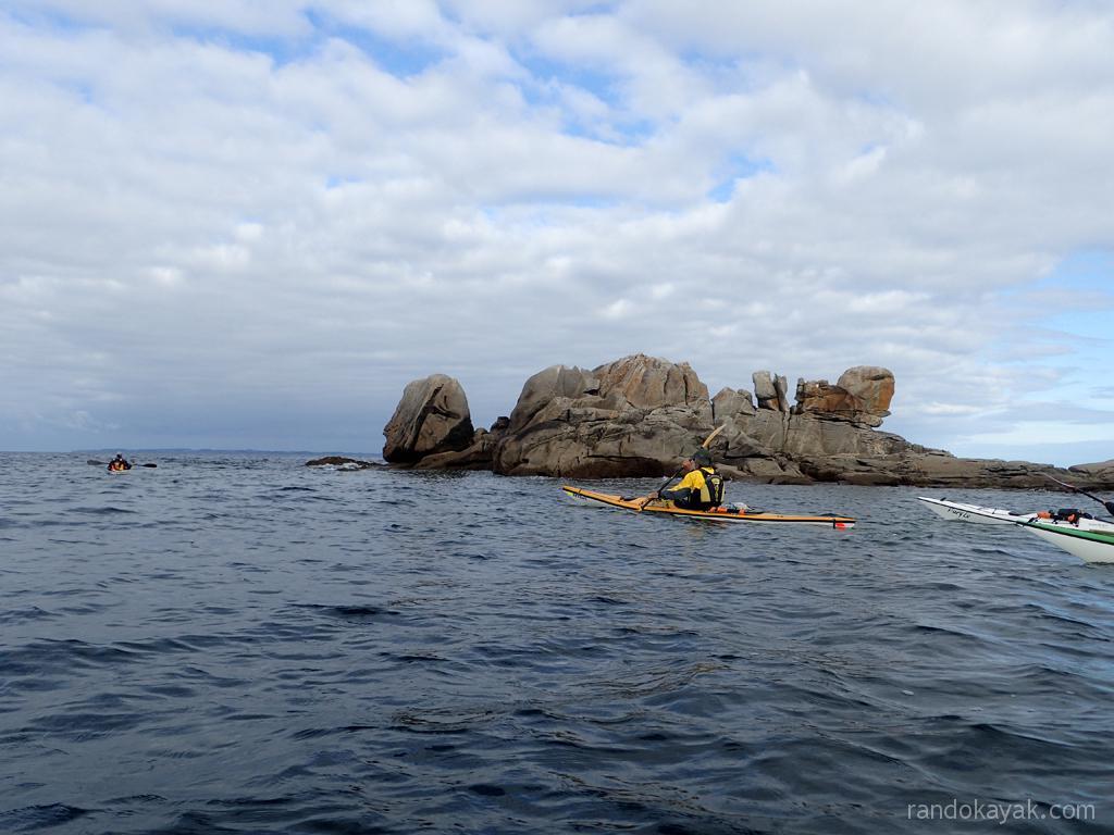En kayaks de mer, passage des Soeurs, entre Hoëdic et Houat.