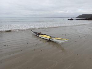 L'Xplore-L fabriqué par Tiderace, un kayak de mer de randonnée.