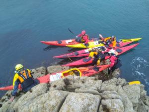 Nous montons un kayak de mer sur le récif, photo de Jean Marc Terrade.