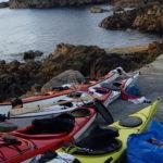 le terrain de bivouac étant en hauteur on laisse les kayaks de mer sur la cale