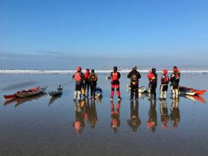 Dimanche, stage de kayak de mer, observation du terrain de jeu - photo de Dominique Balsac
