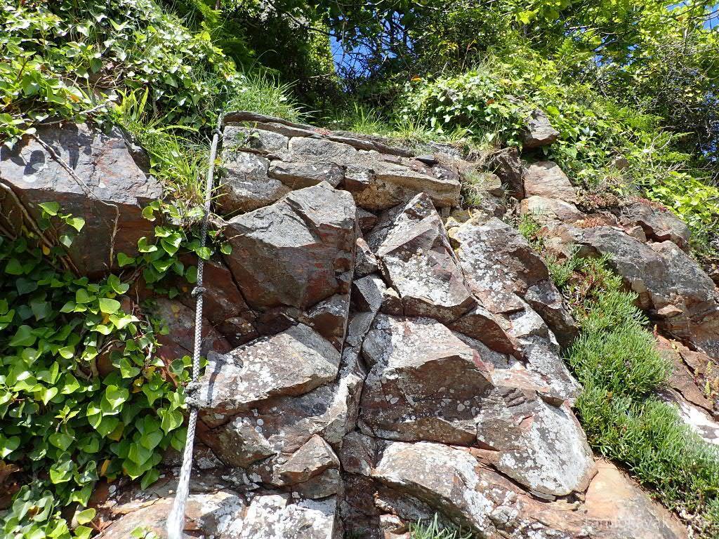 la corde qui donne accès à l'escalier