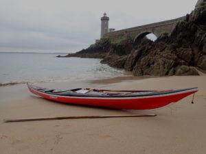 kayak de mer Romany surf devant le phare du Minou