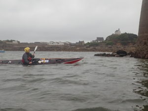 Stefan essaye mon kayak de mer Romany Surf à la fin de la session