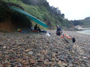 Tarp à Bréhec, lors de notre randonnée du tour de Bretagne en kayak de mer