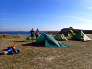 bivouac kayak de mer au camping de l'île de Batz, tarp, tentes, tipi